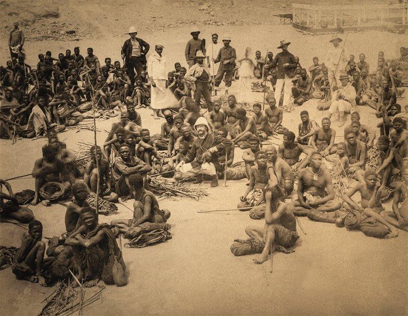 Portantini al porto fluviale di Matadi, intorno al 1890, prima di riprendere il cammino verso l'interno del Congo Foto: Adoc - Photos / Album