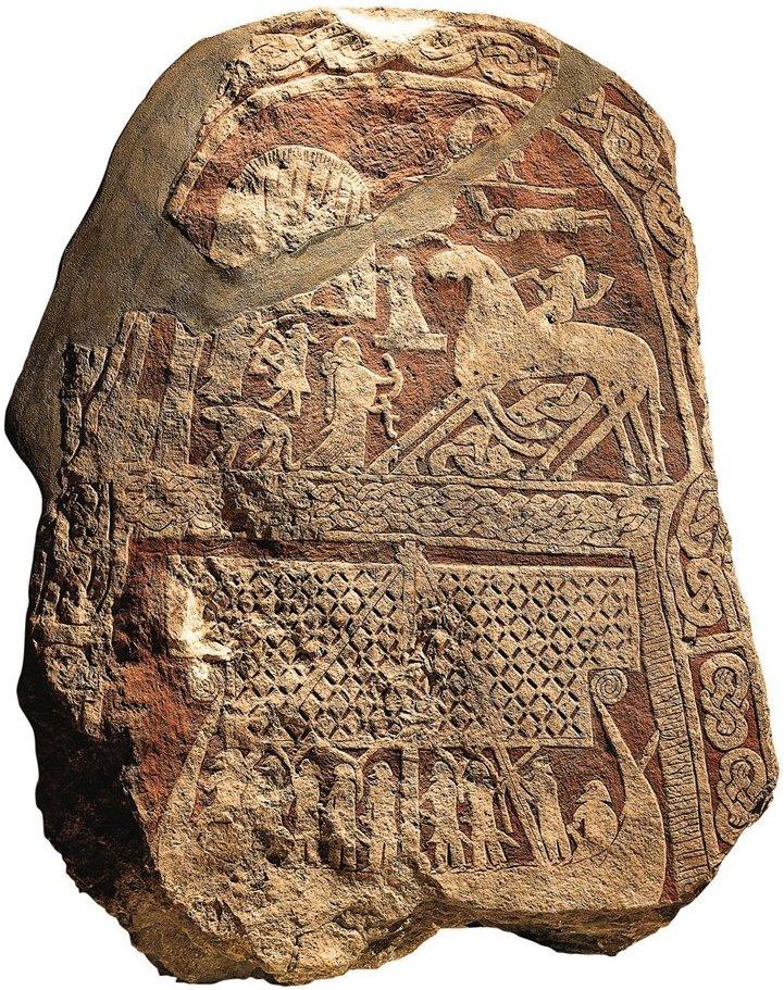 La pietra rappresenta quella che sembra una scena del Valhalla
