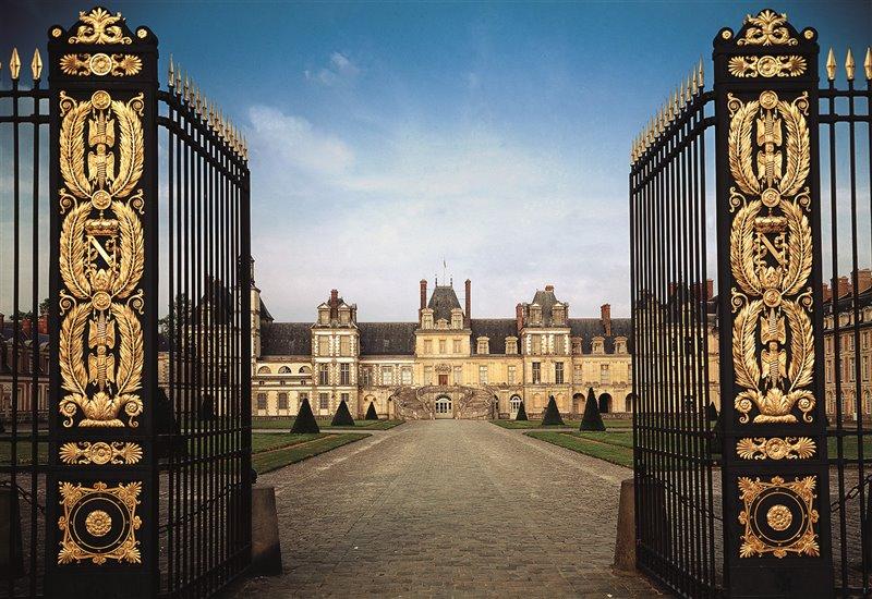 Il 6 aprile del 1814, nel palazzo di Fontainebleau (nell'immagine) Napoleone Bonaparte firmò l'abdicazione incondizionata. Il 20 andò in esilio sull'isola d'Elba