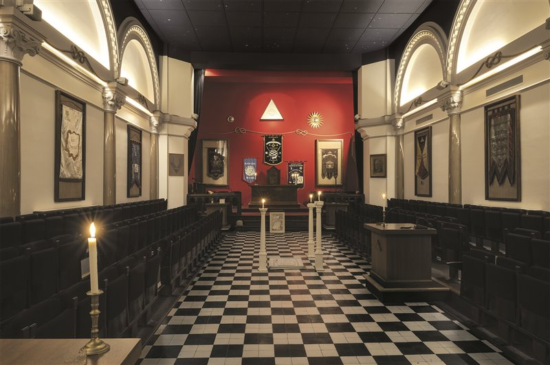 Interno del tempio Franklin Roosevelt, presso la sede della Gran Loggia di Francia, a Parigi. Nata nel 1894, la loggia si stabilì qui nel 1910