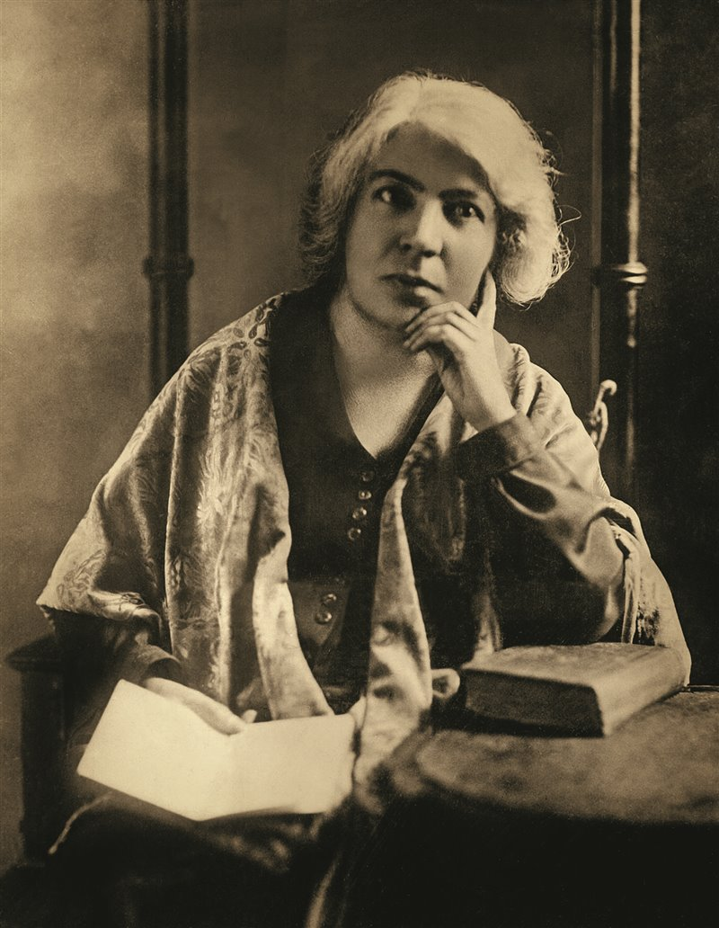 «Se io conto qualcosa nella letteratura italiana, lo devo tutto alla mia isola santa», scrisse Grazia Deledda