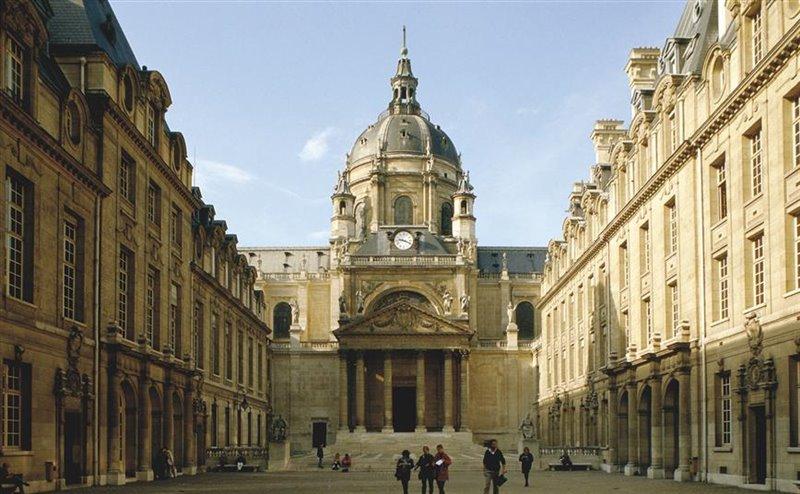 La cappella di Le mercier, alla Sorbona, è frutto delle donazioni di Richelieu