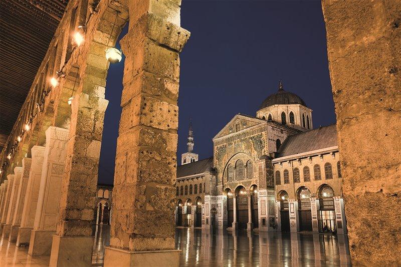 La Grande Moschea di Damasco, costruita tra il 705 e il 715 sotto il regno del sesto califfo omayyade al-Walid I, è uno dei templi più grandi e venerati dell'islam