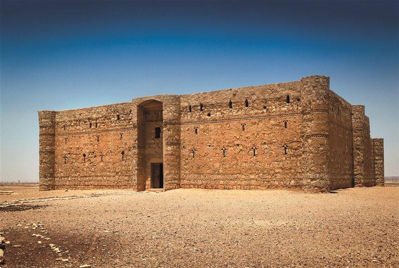 Qasr al-Kharana, fortificazione e residenza della famiglia del califfo. Gli omayaddi costruirono edifici di questo tipo tra il VII e l'VIII secolo