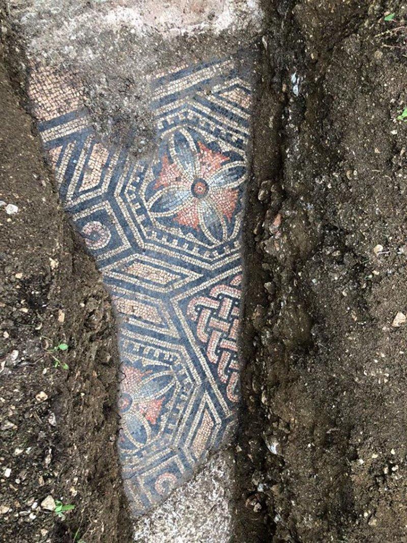 Dettaglio dei colorati mosaici di Negrar, in Valpolicella