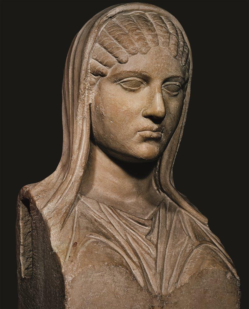 Aspasia di Mileto, la famosa etèra compagna di Pericle, fu insultata da molti suoi contemporanei, come Cratino, che la definì una «sfacciata meretrice». Musei Capitolini, Roma