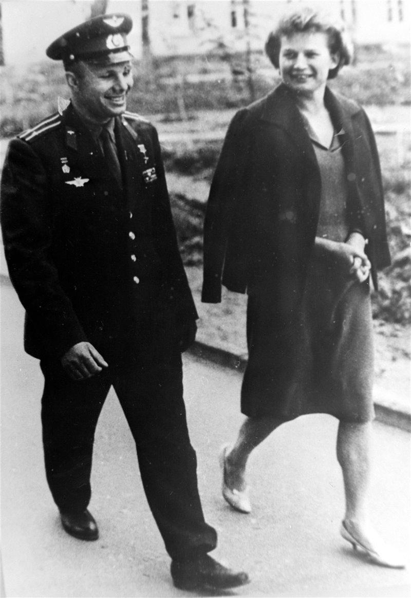 Gagarin con Valentina Tereshkova il 24 giugno 1963.