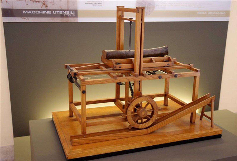 La sega automatica utilizzava lo stesso principio dei mulini ad acqua, aumentando la forza con un sistema di pulegge.