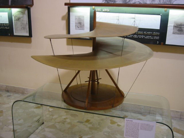 L'elica o vite aerea, considerato il primo prototipo di elicottero della storia, è un'altra macchina volante che Leonardo non è mai riuscito a realizzare in modo funzionale.