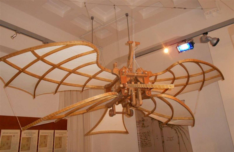 L'ornitottero è sicuramente la macchina più famosa di Leonardo da Vinci. Ha studiato a fondo l'anatomia degli uccelli, ma non è mai riuscito a crearne una funzionale.
