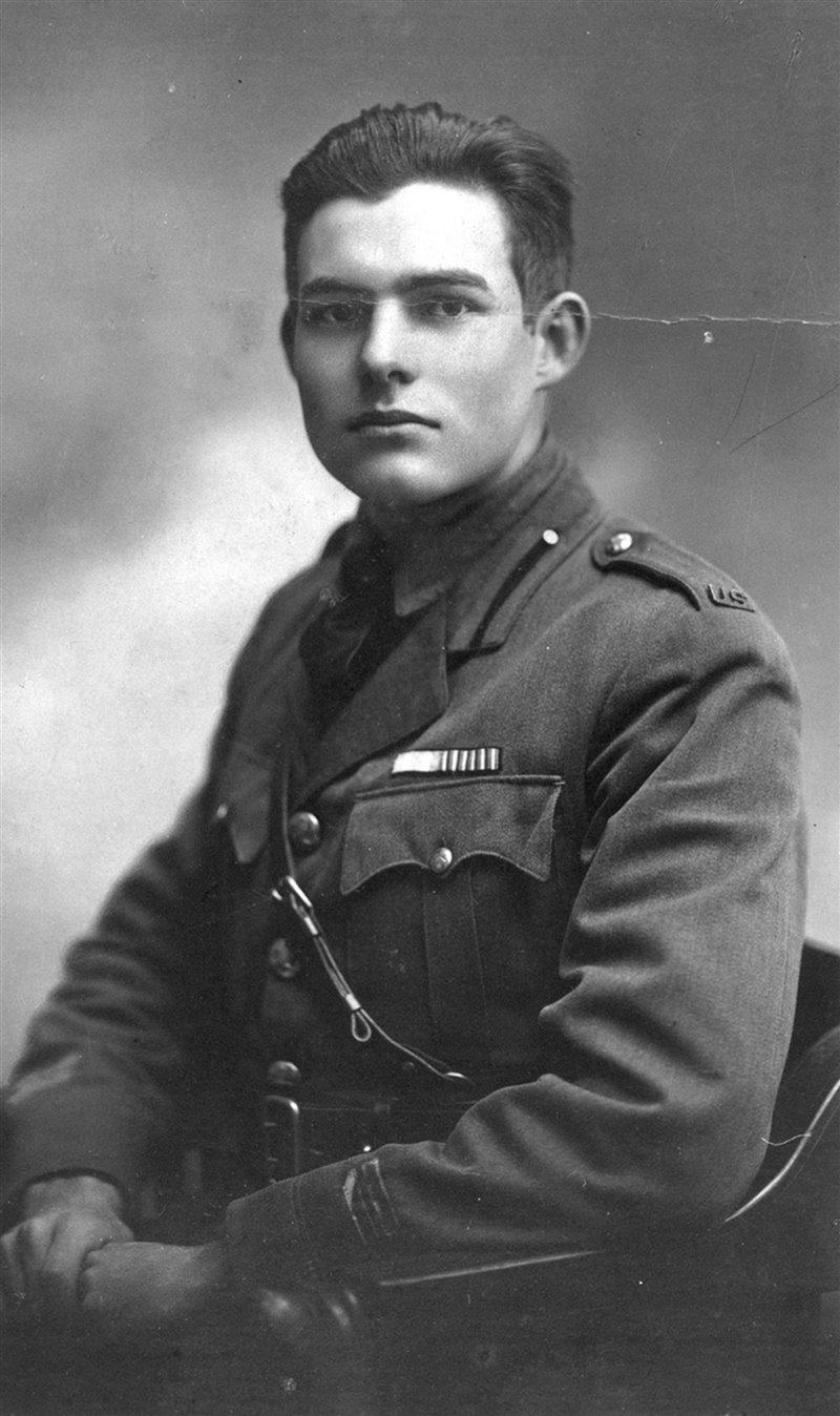 Hemingway a Milano nel 1918, dove guidò ambulanze per due mesi prima di essere ferito