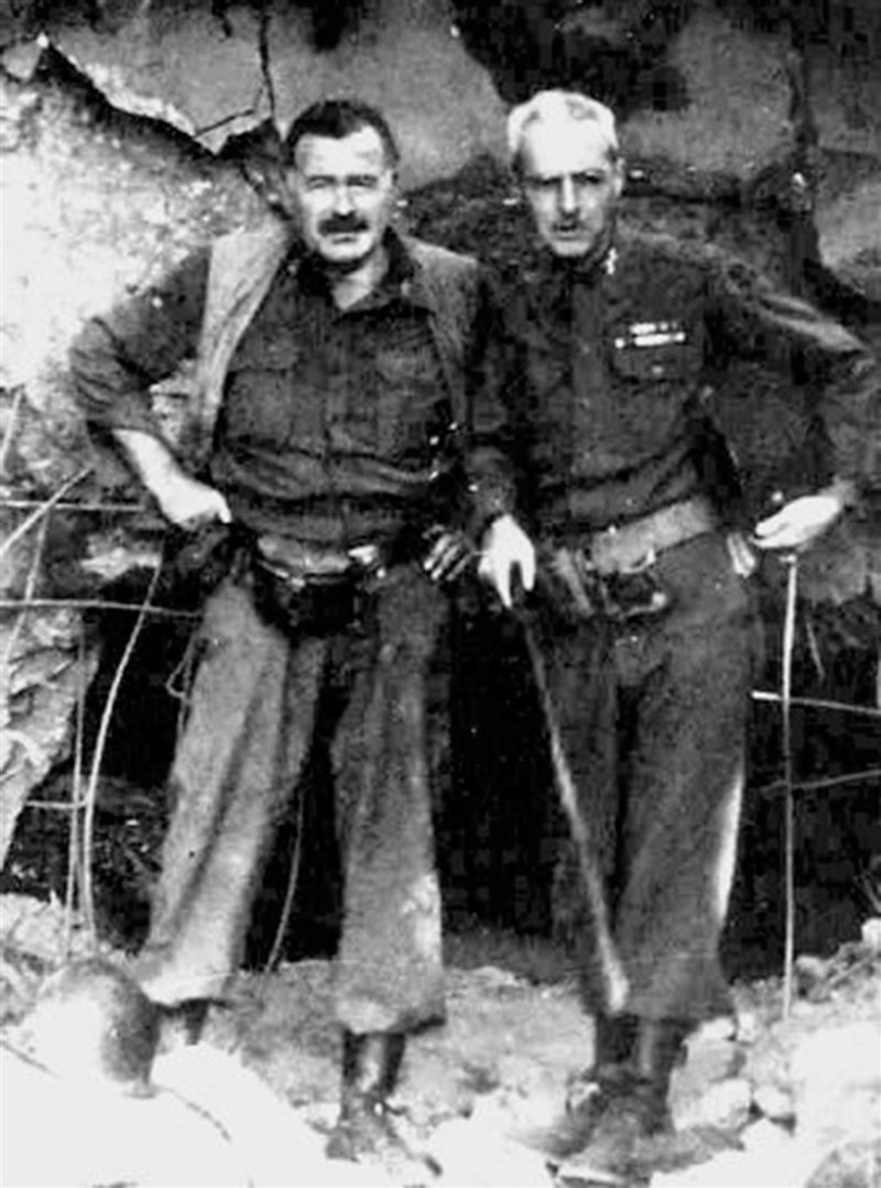 Hemingway e il colonnello Lanham in Germania, nel 1944